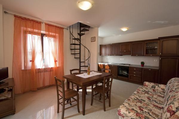 Appartamenti in affitto a cortona per le vacanze casa for Piani casa fienile